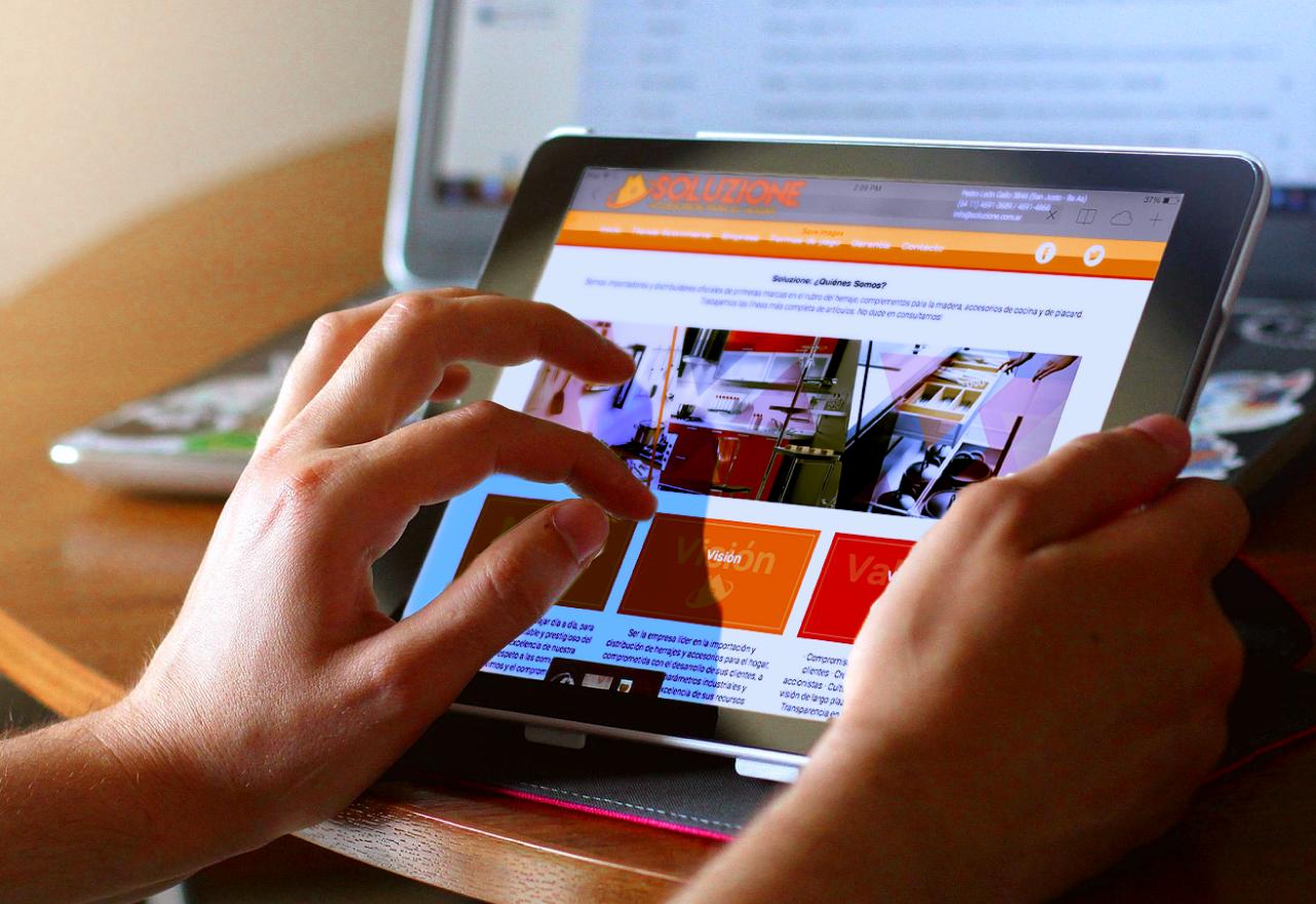 Agencia de Marketing Digital, Soluzione · Desarrollo Web, slider2-1